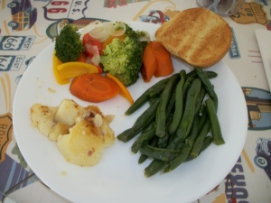 Green beans, roasted potatoes, and vegetable medley, served with a whole wheat roll.